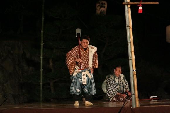 1280px-Himeji-jo_Takigi_Nou_39_37