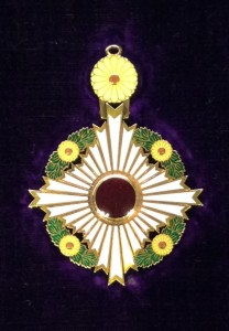 Collar_of_the_Supreme_Order_of_the_Chrysanthemum_002